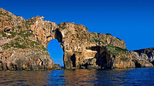 Έχεις ακουστά το κατακόρυφο νησί της Πελοποννήσου;