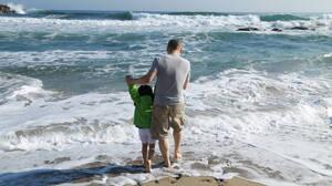 Ο Έλληνας πατέρας είναι ο μεγάλος ήρωας της παραλίας