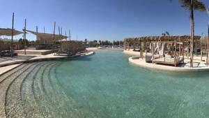 Η μεγαλύτερη πισίνα με θαλασσινό νερό στην Ευρώπη βρίσκεται στην Ελλάδα