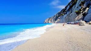 Η ωραιότερη παραλία της Ελλάδας είναι ξανά προσβάσιμη μετά από πολλά χρόνια