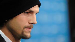 Γιατί όλοι οι άντρες θα ήθελαν έναν αδερφό σαν τον Ashton Kutcher