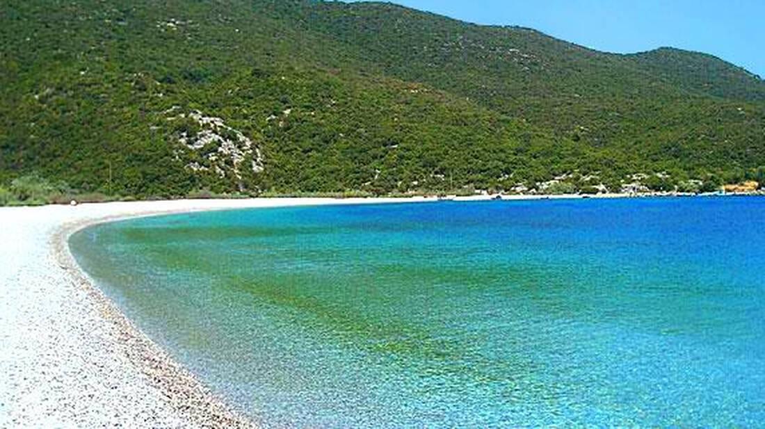 Ποια είναι η παραλία που πάνε όλοι οι τουρίστες αλλά δεν την ξέρουν οι Έλληνες;