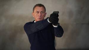 John Logan: Ο σεναριογράφος του James Bond φοβάται την Amazon