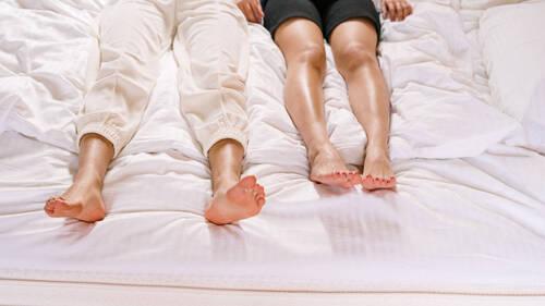 5 πράγματα που καλύτερα να αποφύγεις να πεις στο κρεβάτι μαζί της