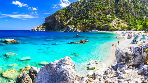 Τέσσερις ελληνικές παραλίες που δεν θα φύγουν ποτέ από το μυαλό μας