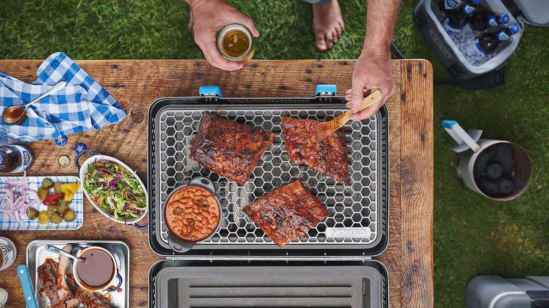 Μα θα καθόμαστε τώρα να καπνίζουμε κρέατα στο κάμπινγκ;