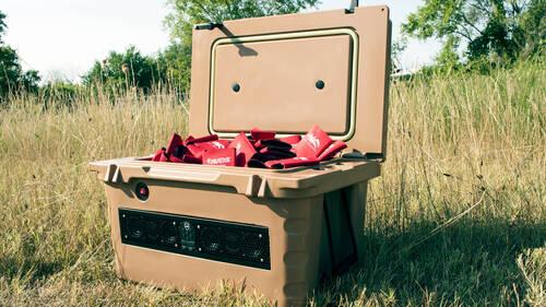 Έχουμε απόλυτη ανάγκη από ένα boombox που παγώνει μπίρες