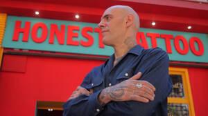 O Τάσος Σγαρδέλης έχει φίλους που κάνουν tattoo και όχι πελάτες