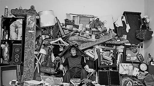 Όταν το σπίτι σου γίνεται ένα ανοίκειο μουσείο για εκατοντάδες άχρηστα πράγματα