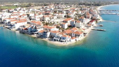 Μύτικας: Ένα ελληνικό χωριό που «επιπλέει» στο νερό