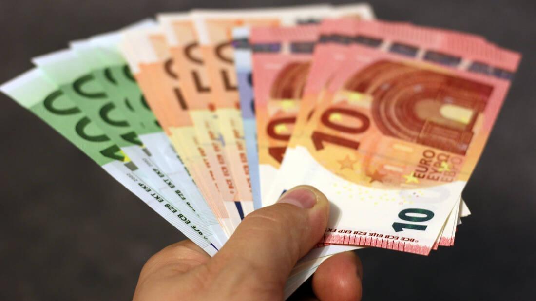 Θα έπαιρνες 1200€ κάθε μήνα για να κάθεσαι;