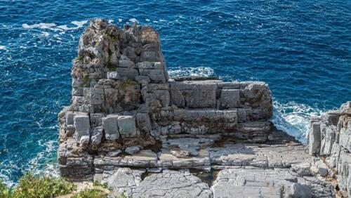 Η πιο άγρια παραλία στην Ελλάδα είναι ένα σημείο για επικές βουτιές