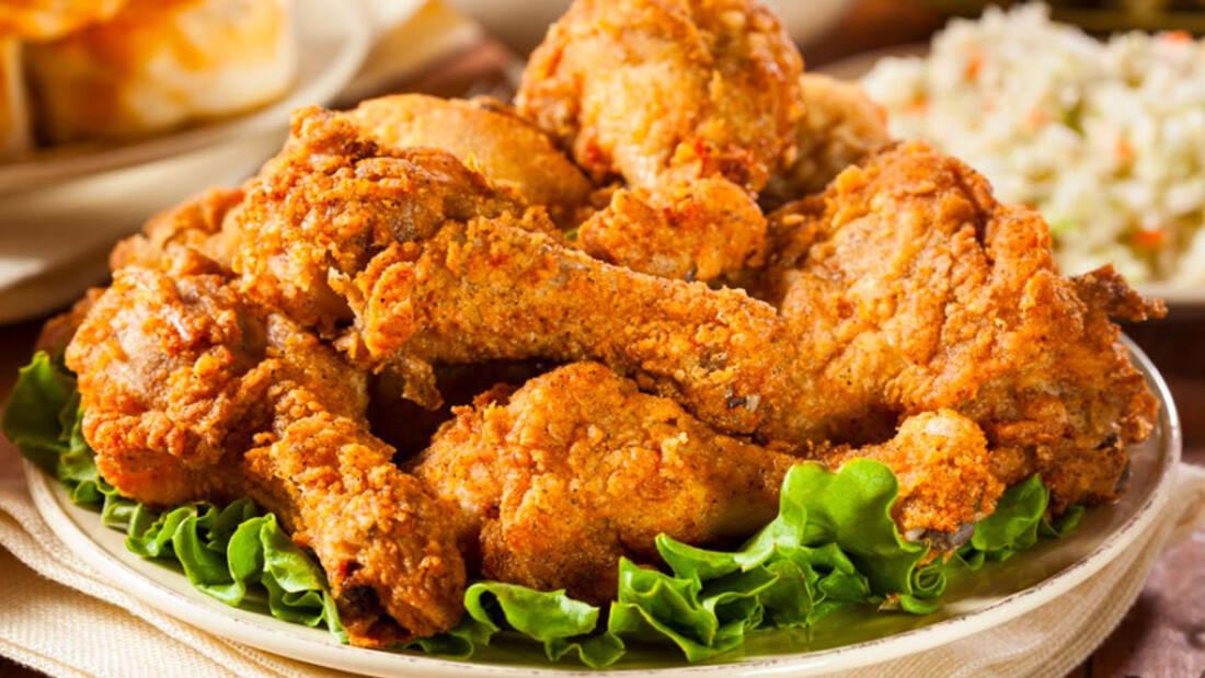 Πώς το τηγανητό κοτόπουλο έγινε κομμάτι της ζωής μας