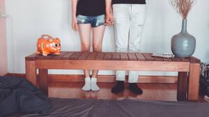 Ισχύει ο μύθος που θέλει καλύτερο οργασμό αν φοράς τις κάλτσες σου;