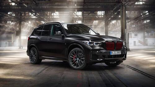 Η BMW X5 Black Vermillon θα μπορούσε να είναι το αυτοκίνητο του Darth Vader