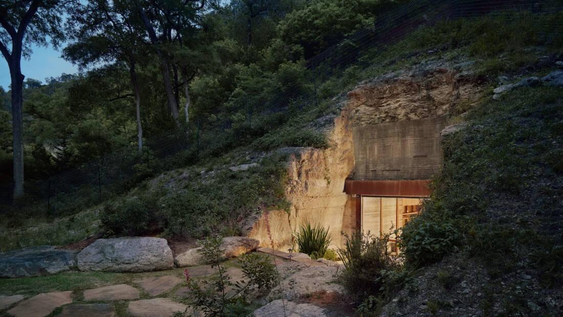 Το πιο καλοφτιαγμένο κελάρι κρασιού κρύβεται μέσα σε μία σπηλιά
