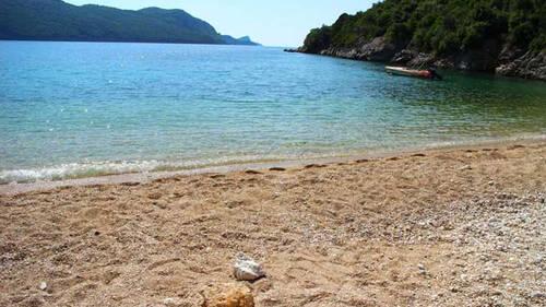 Η παραλία της Πάργας με το μοναδικό γλυκό νερό