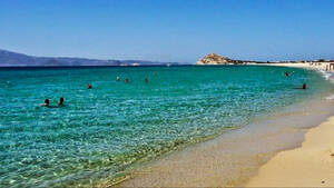 Νάξος: Το Καστράκι είναι η πιο ήρεμη και κρυστάλλινη παραλία του νησιού