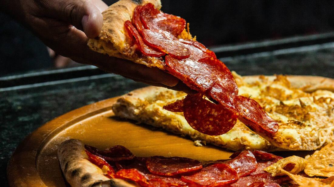 Ο επιστημονικός τρόπος για να κόψεις δίκαια τα κομμάτια της πίτσας