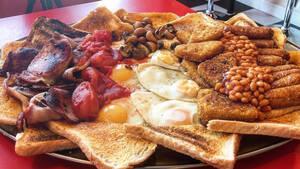 Αυτό το αγγλικό πρωινό έχει 17000 θερμίδες και ισχυρίζεται ότι είναι το μεγαλύτερο του κόσμου