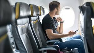 Πιλότος αποκαλύπτει ποιες είναι οι πιο ασφαλείς θέσεις για να κάτσεις στο αεροπλάνο