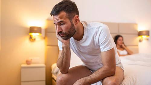 Έρευνα: Τι απειλεί και τι ευνοεί την ερωτική επίδοση ενός άνδρα;