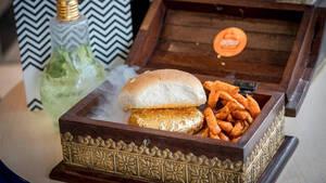 Θα έτρωγες χρυσό Ινδικό burger 22 καρατιών αν πήγαινες στο Dubai;