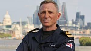 O Daniel Craig έγινε τιμητικά πλωτάρχης στο Βασιλικό Βρετανικό Ναυτικό