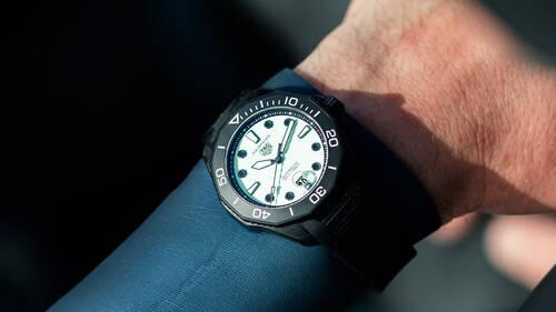 Το Tag Heuer Aquaracer Night Diver που θα έπρεπε να φοράει ο James Bond