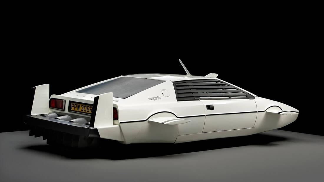 O Elon Musk αγόρασε για 1 εκατομμύριο δολάρια την Lotus του James Bond
