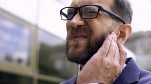 Έρευνα: Γιατί δεν πρέπει να φοράς τα ακουστικά σου όλη τη μέρα;