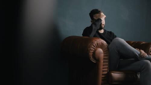 Πώς η κατάθλιψη και το άγχος σου στερούν χρόνια από τη ζωή σου
