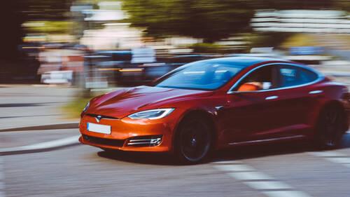 Elon Musk: Πάνω από 30 χρόνια θα χρειαστούν για πλήρη αντικατάσταση του κινητήρα εσωτερικής καύσης.