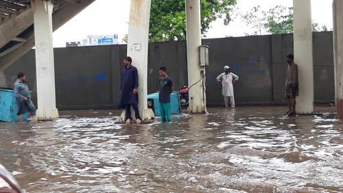 Στο Πακιστάν ένα ψιλόβροχο ισούται με «Μπάλλο»
