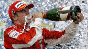 O Kimi Raikkonen λατρεύει το ποτό γιατί τον κάνει καλύτερο
